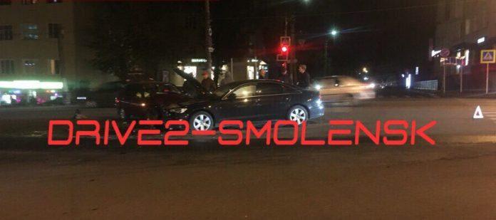 В центре Смоленска «Ода» врезалась в Audi