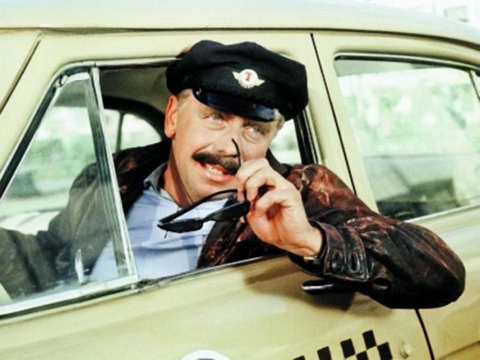 В Белгороде пассажирка такси отсудила у водителя компенсацию за аварию