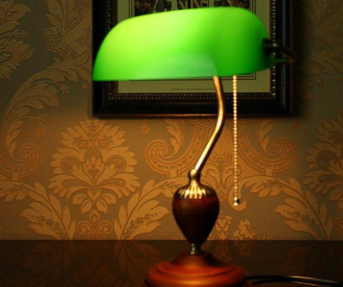 В Смоленске из-за настольной лампы чуть не сгорел дом