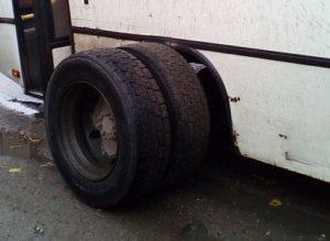 Соцсети: в Рязани у переполненного автобуса №34 на ходу отвалилось колесо