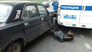 «Волга» протаранила полицейскую машину и «скорую» в центре Нижнего Новгорода