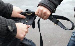 В Новочебоксарске двое мужчин помогли пенсионерке, чтобы ограбить ее