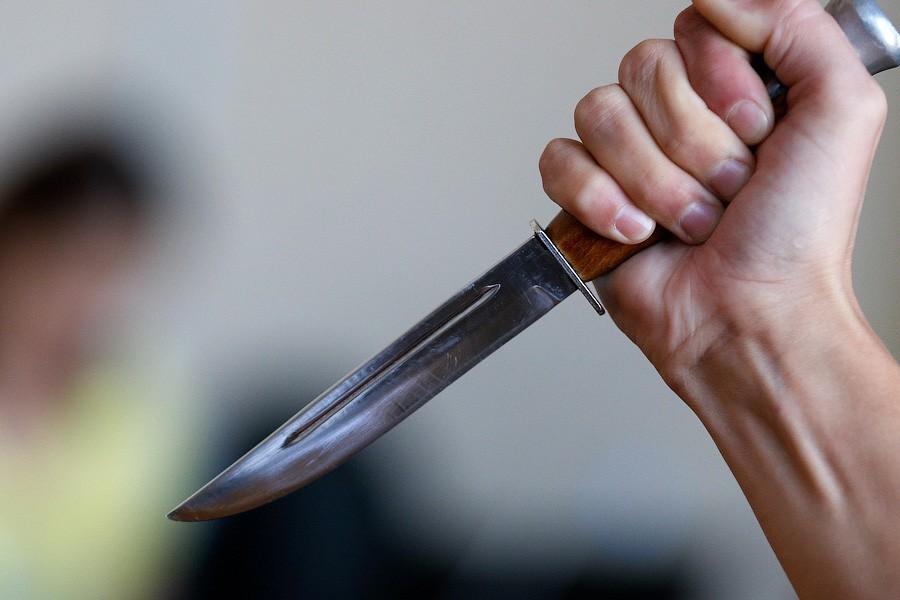 Дзержинец ударил ножом парня, мешавшему ему спать