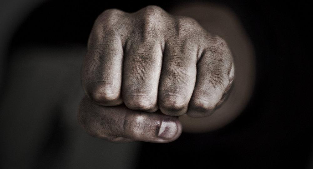 17-летний парень жестоко избил друга своей матери в Уренском районе
