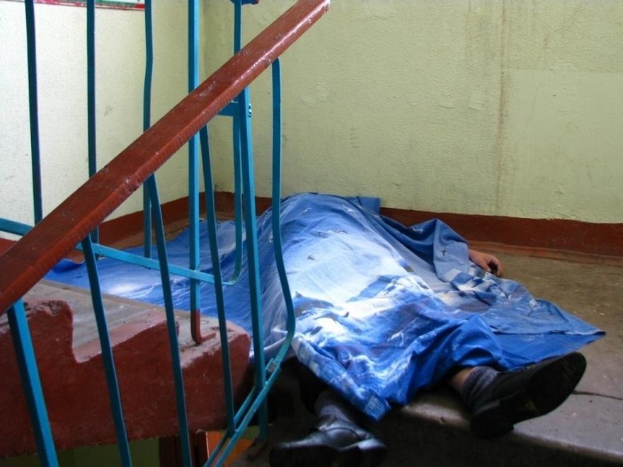 В Чебоксарах в подъезде дома двое забили насмерть прохожего