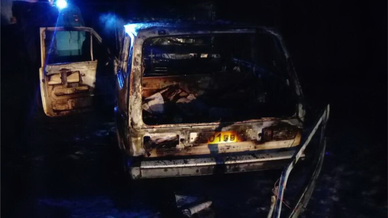В Канаше загорелся автомобиль «ВАЗ-2121»