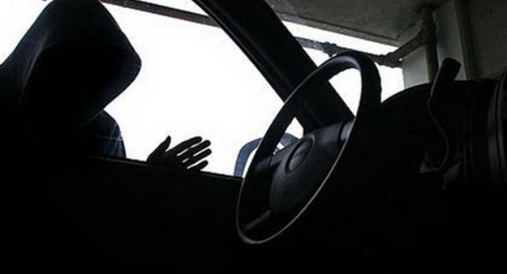 В Чебоксарах обокрали авто, пока оно стояло в автосервисе