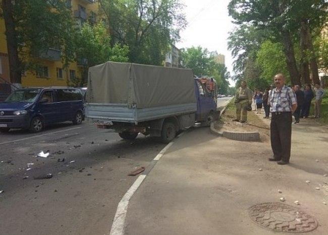 В Нижнем Новгороде два человека пострадали при столкновении «ГАЗели» и «легковушки» – фото
