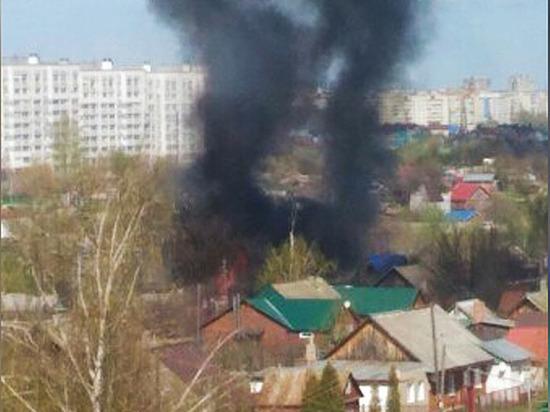 Два жилых дома горят на Южном поселке в Чебоксарах