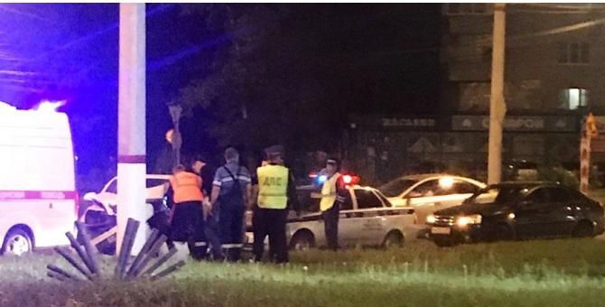 Пьяный водитель на Skoda Octavia влетел в столб в Чебоксарах