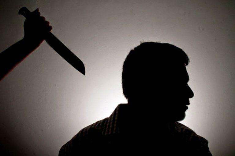 Пьяный рязанец избил знакомого и воткнул ему в спину нож