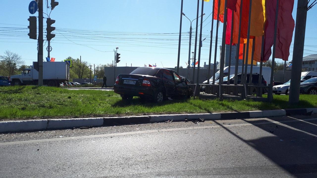 Крупное ДТП произошло на проспекте Гагарина в Нижнем Новгороде (ФОТО)