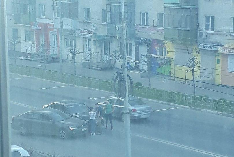 В Рязани на улице Вокзальной столкнулись две иномарки