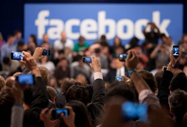 Facebook намерен платить за информацию об утечках данных юзеров